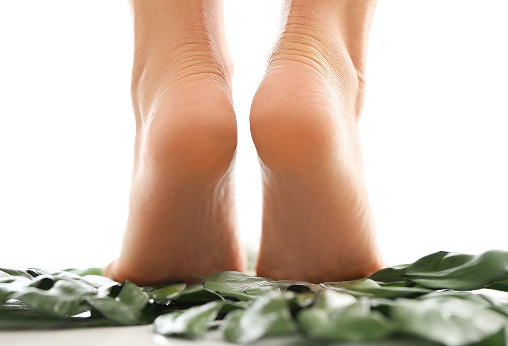 Tumit kaki dibersihkan